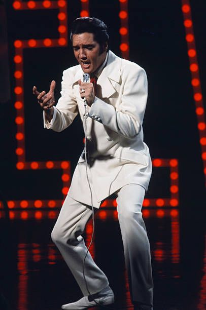 Nbc Christmas Specials 2019.Nbc S Elvis The 68 Comeback Special Dance In 2019