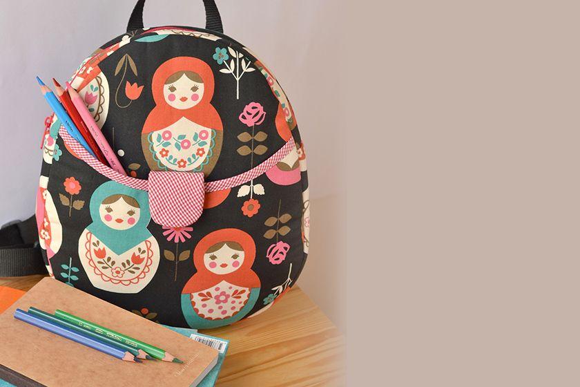 Cose una bonita Mochila Infantil con patrón de I thiknk sew. Tela japonesa de matrioskas. Acolchada con Soft and Stable. Clips clover.