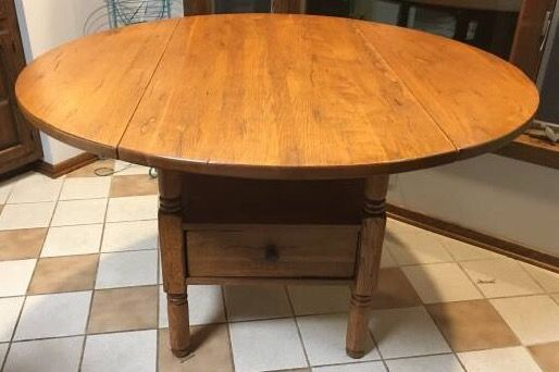 Broyhill Attic Heirlooms Drop Leaf Table In Oak Stain