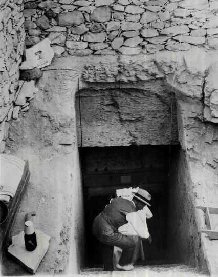 an analysis of the discovery of king tuts tomb by howard carter In this lesson, you'll learn about british archaeologist howard carter and find out how he and his team discovered the tomb of king tutankhamun, turning king tut into the world's most well known.