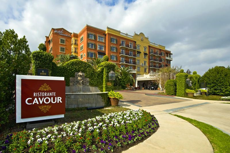 Located In Uptown Park The 122 Room Hotel Granduca Houston Offers