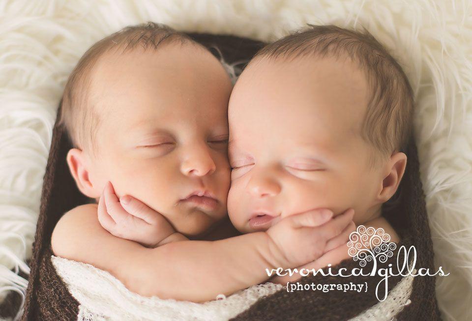 Portland oregon twin newborn photographer