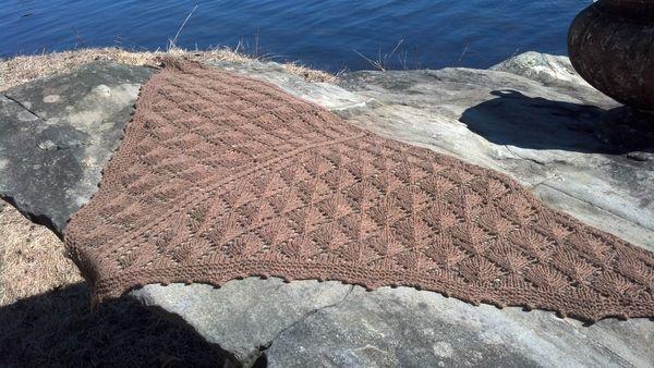 Lonely tree shawl