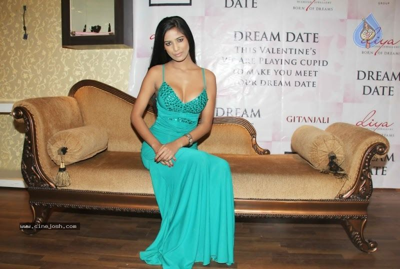 Poonam Pandey Hot Green Gown Pics | Green gown, Strapless