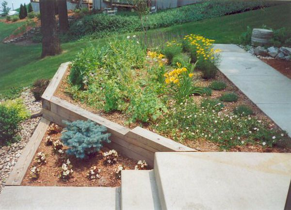Wood Landscape Edging Ideas Perennial Flower Bed 400 x 300