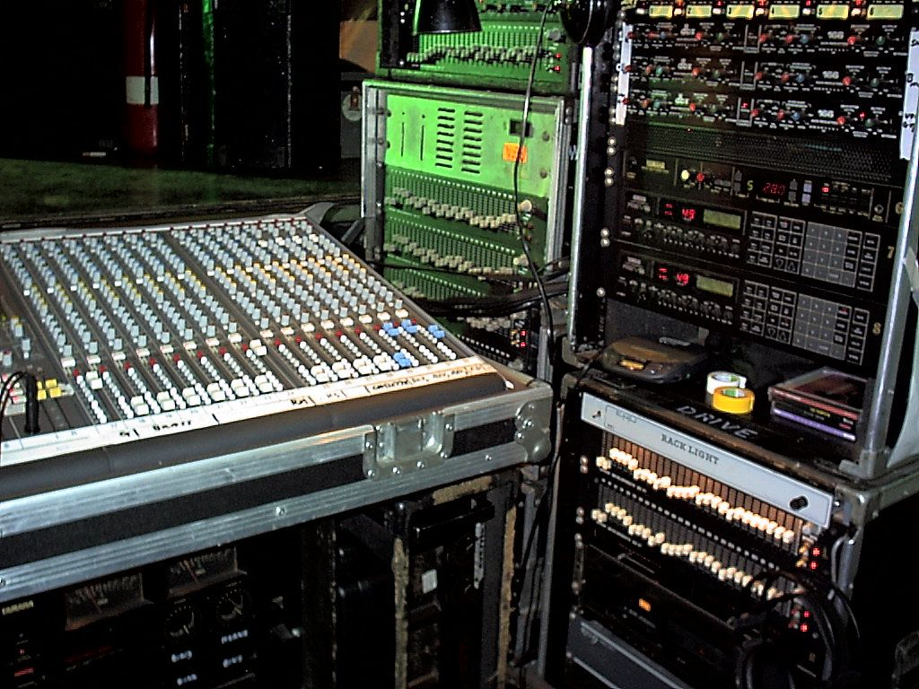 Those were the days! Loads of outboard equipment, this gig was side