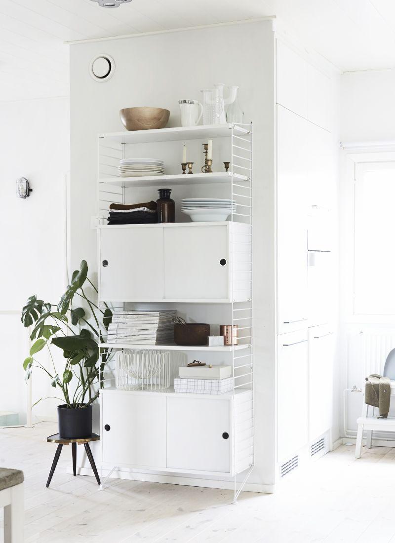 stringregal geht auch ganz in wei wohnidee string. Black Bedroom Furniture Sets. Home Design Ideas