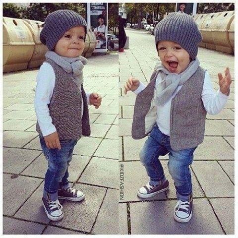a3a6913bbebdb Petit bébé avec des All Star  cute  converse  myminimi  baby  kids  swagg   nice  outfit  allstar  enfants  garçon  minimec