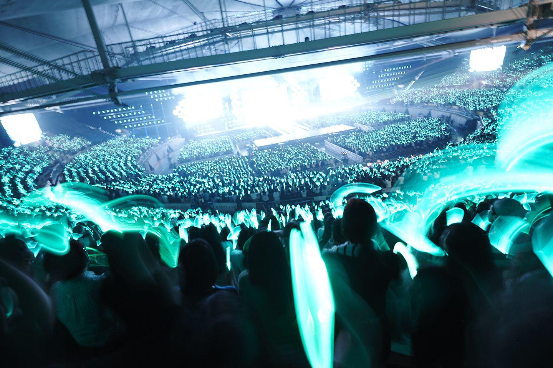 [Vyrl] SHINee : 우린 빛을 내는 #SHINee SHINee WORLD V - 선녀와 나무콘 - 지난 2일~4일에 열린 #샤이니 다섯 번째 단독
