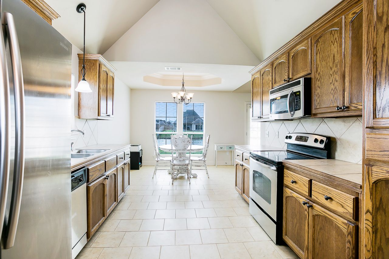 Beautiful Vaulted Ceilings In This Kitchen Prairieville Louisiana Home Thehoukgroup Vaultedceiling Kitchen Batonrouge Louisiana Homes Home House Prices