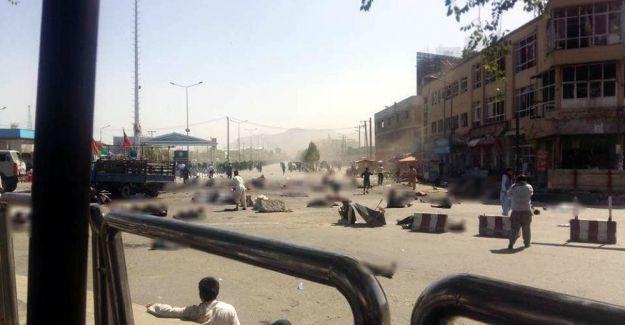 Afganistan'da çifte patlama: 21 ölü, 45 yaralı Afganistan'da meydana gelen çifte patlamada 21 kişi hayatını kaybetti, 45 kişi yaralandı. http://feedproxy.google.com/~r/dosyahaber/~3/bNf8ipA_P5s/afganistanda-cifte-patlama-21-olu-45-yarali-h11207.html