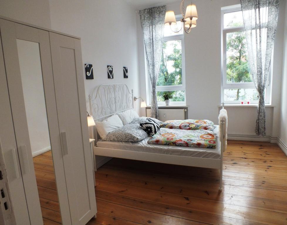 Sehr großes, helles Schlafzimmer! Ein wunderschönes Bett - vorhänge im schlafzimmer