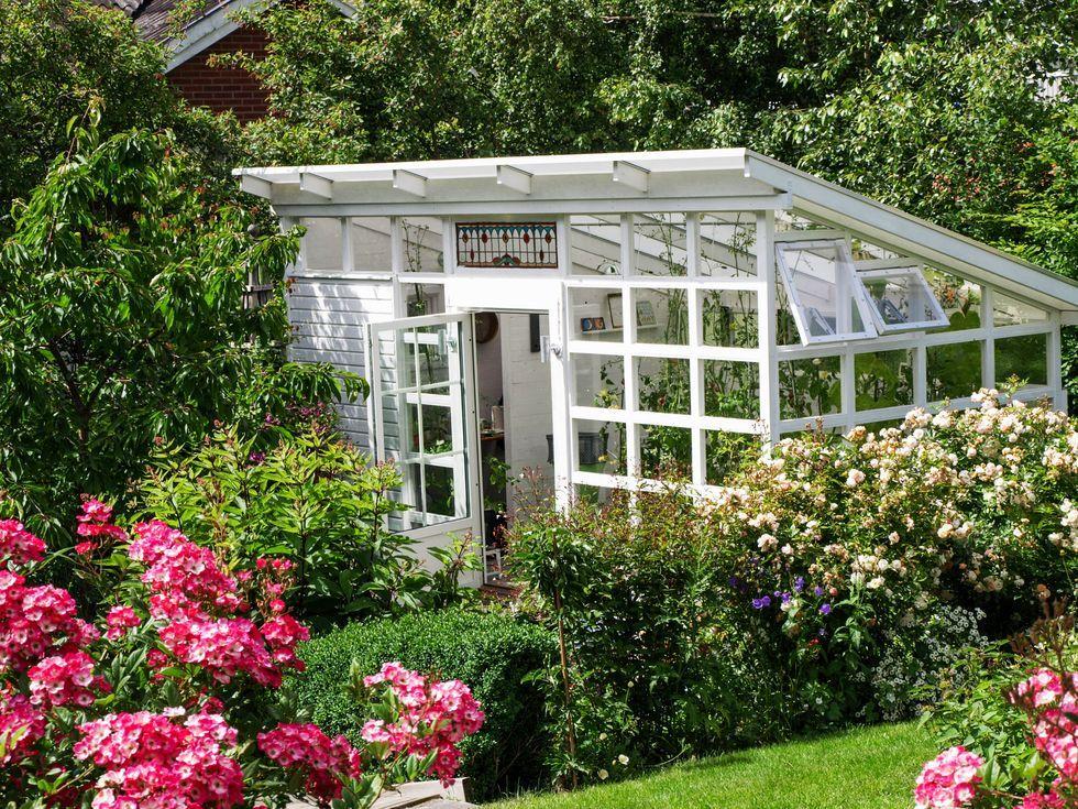 """Det har varit fantastiskt att ta del av alla underbara växthus från norr till söder i vår tävling """"Sveriges härligaste växthus"""". Här delar vinnarna av 2:a–10:e pris med sig av sina projekt, från Tä..."""