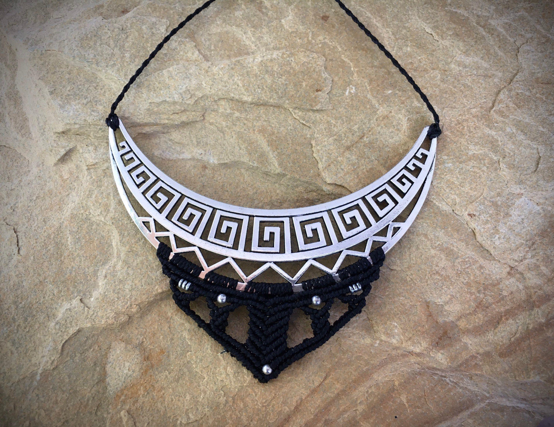 No te pierdas este artículo de mi tienda de #etsy: Black Boho Necklace. #black #boho #tribal #bohonecklace #macrame #handmade #macramenecklace #necklace #handmademacrame