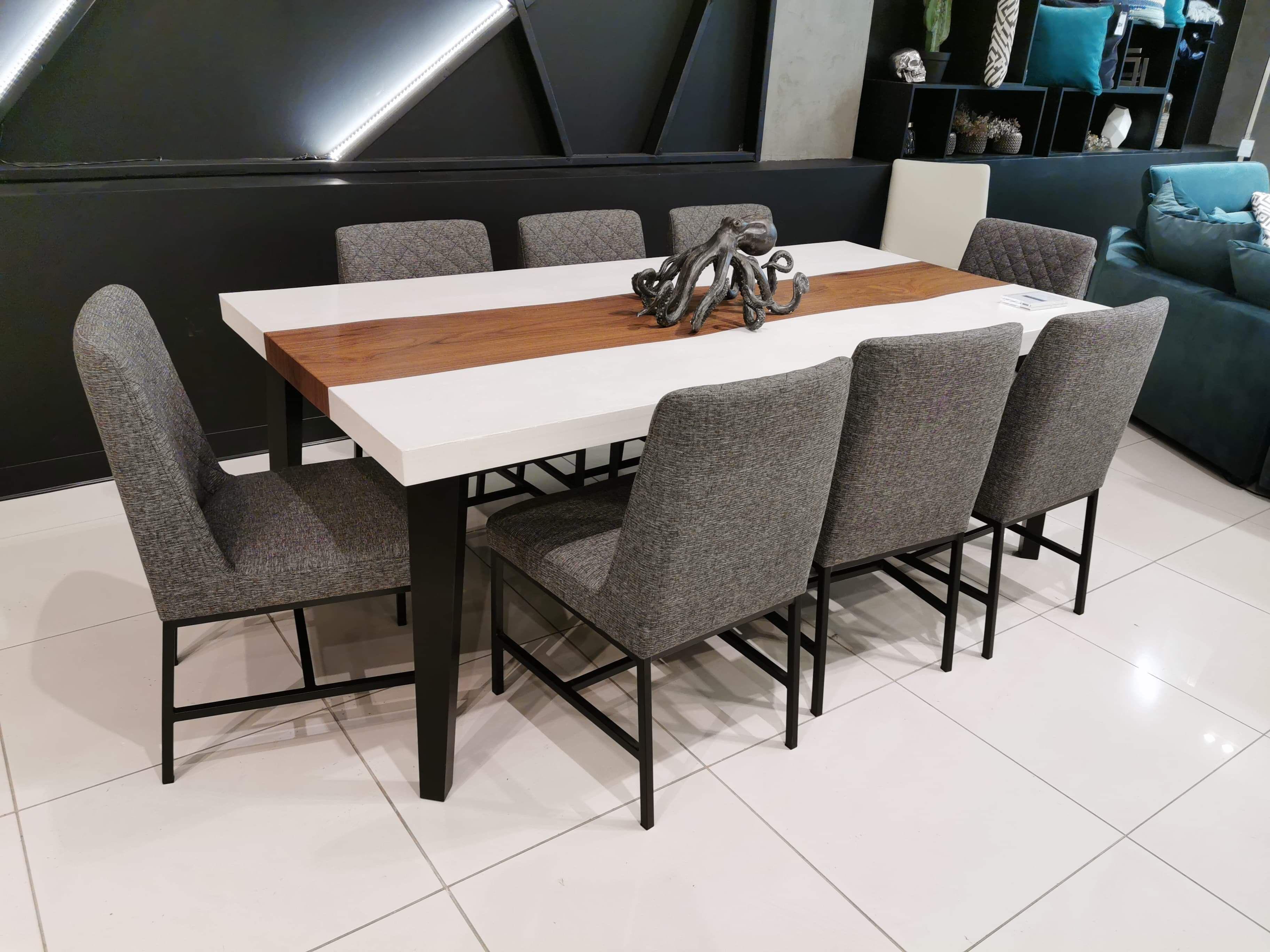 Table Kenogami Beton Poussiere De Lune Noyer 84 X 42 Chaises Marvin Tissu C 293 Surmesure Lusine Chaise Marvin Chaise Chair Table Home Decor