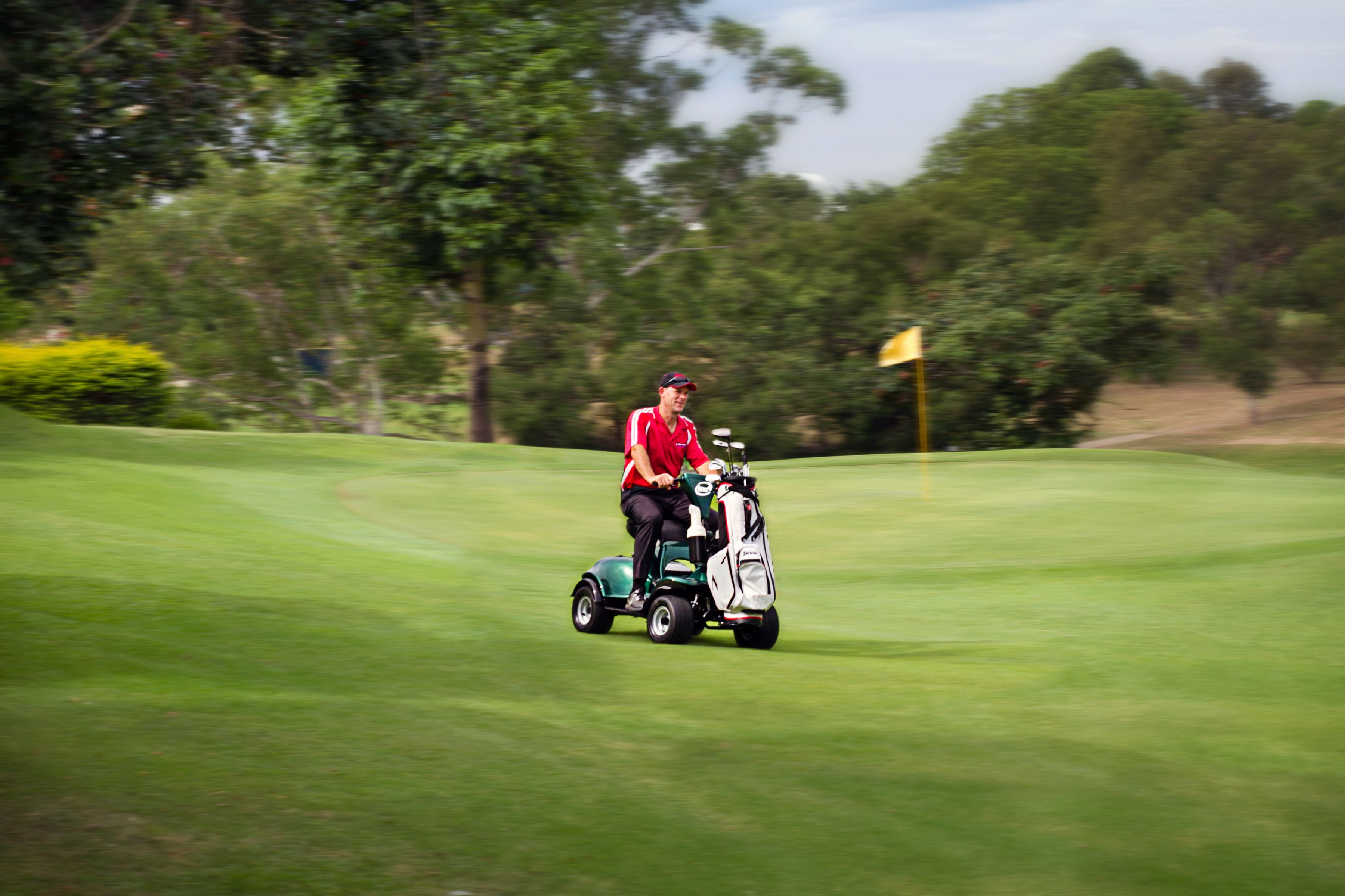 The Im4 Electric Single Seat Golf Buggy For Sale Is Designed For Speed And Agility The Chassis Is Base Electric Scooter For Kids Electric Golf Cart Golf Buggy