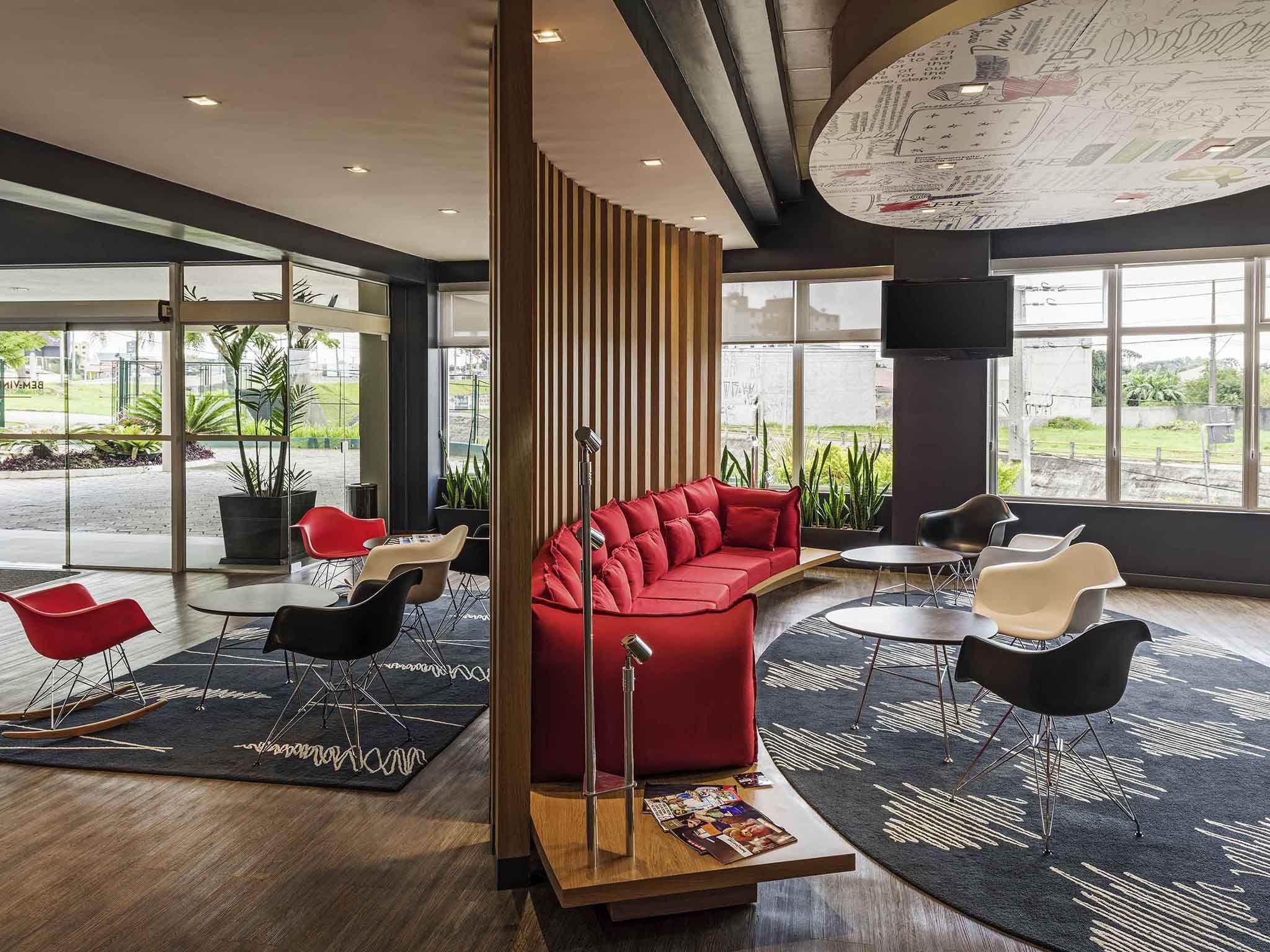 Ibis Hotel Cafe Buscar Con Google Con Imagenes