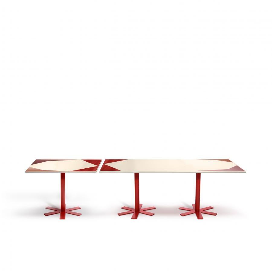 une table de jardin en couleur vive pour accueillir l\'été ...