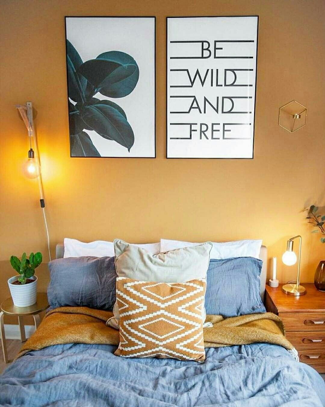Chambre moutarde gris nature  Chambre moutarde, Petites chambres