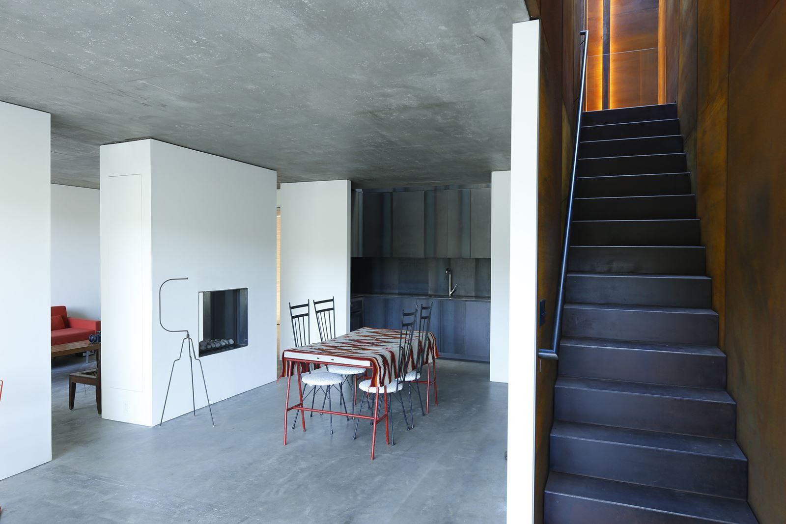 Lake House - Picture gallery #architecture #interiordesign #kitchen #concrete #staircase