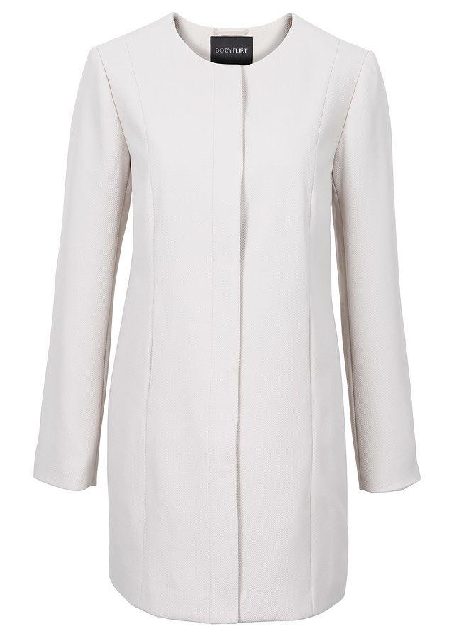 Moderný krátky kabát značky BODYFLIRT s 2 bočnými vreckami a prekrývanou gombičkovou légou, dĺžka vo veľ. 36 cca 82 cm.