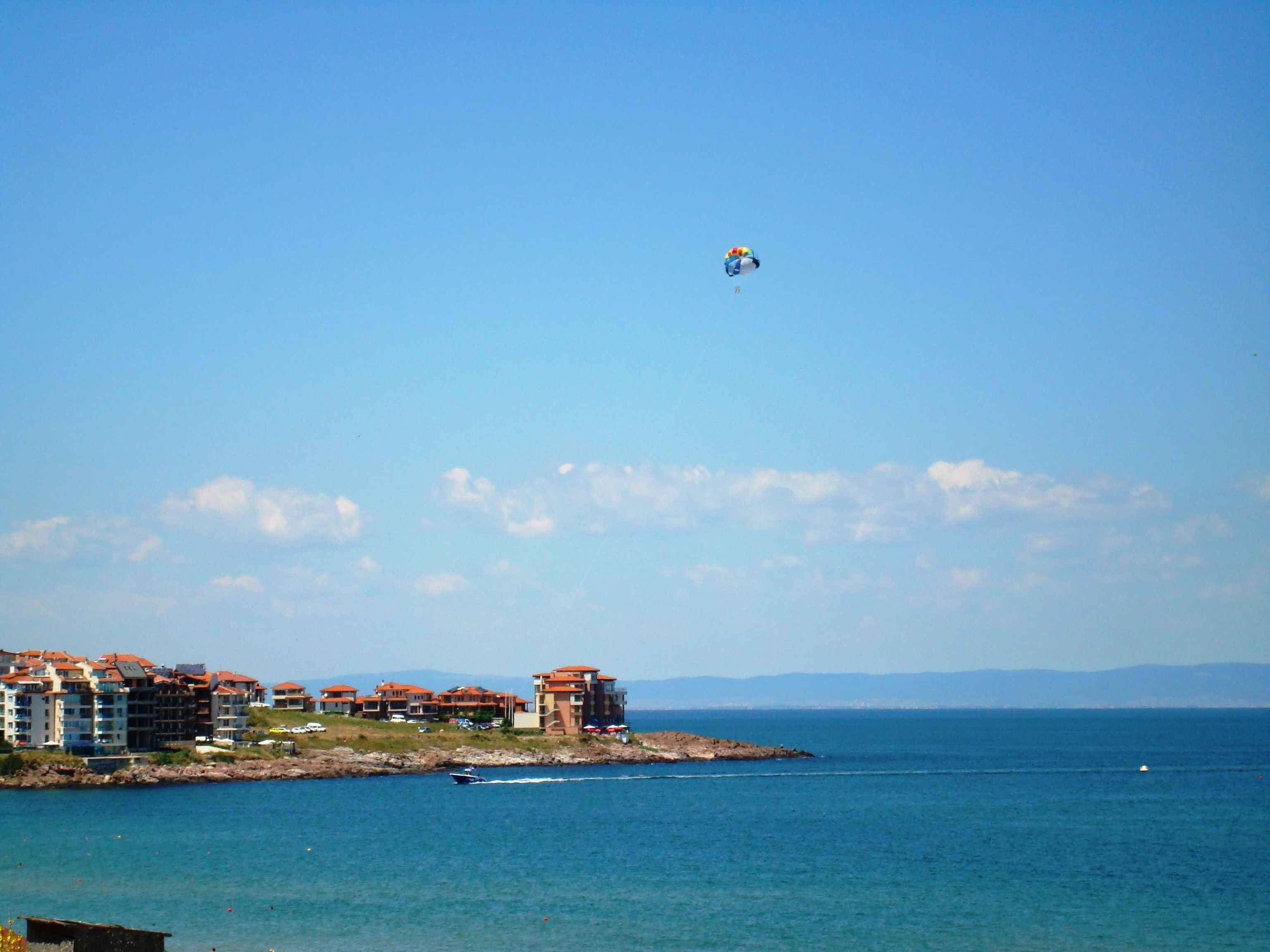 Замечательный способ ознакомиться с особенностями жизни в Болгарии перед приобретением апартаментов – это аренда недвижимости в Болгарии. Чтобы снять здесь