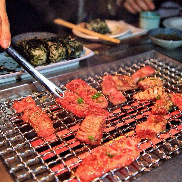 Takashi Essa é a carne do Takashi, pedimos 5 variedades de carne, e todas estavam excelentes!! A dinâmica do jantar é muito diferente e deliciosa, gostamos muito do restaurante!! Tem que ir e fazer reserva! Para saber mais veja a foto anterior, em breve no blog! Endereço: 456 Hudson St, New York