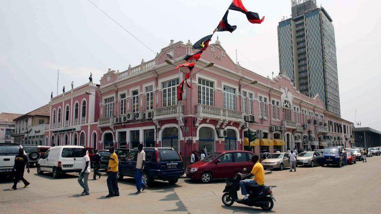 Dólar nas ruas de Luanda volta a subir apesar de injeção recorde de divisas –…