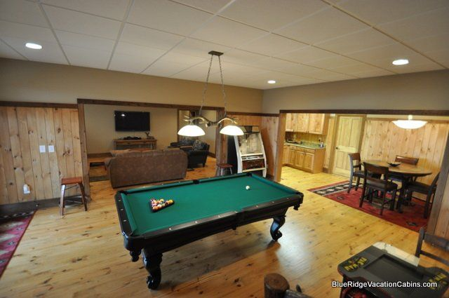 Buck Horn Lodge Sugar Mountain NC Luxury Vacation Rental Sugar - Buckhorn pool table