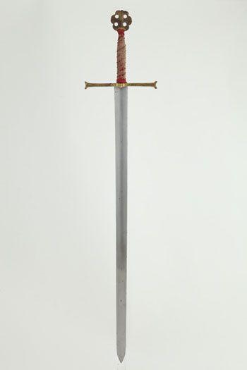 Espada de ceremonia que perteneció a los Reyes Católicos - C 1490 - Longitud total: 134 cm - Ancura del arriaz: 27 cm - Peso: 1'835 Kg - Palacio Real de Madrid