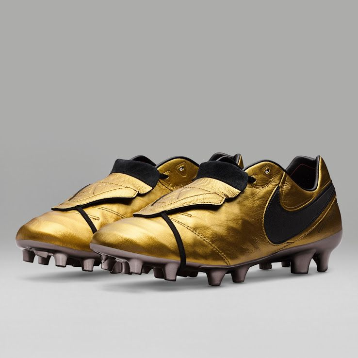 The new Nike Tiempo Totti X Roma 2017 soccer shoes introduce a stunning  design in gold