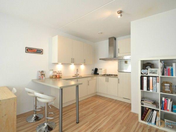 Keuken Open Hoek : De moderne open keuken in hoek opstelling is voorzien van een