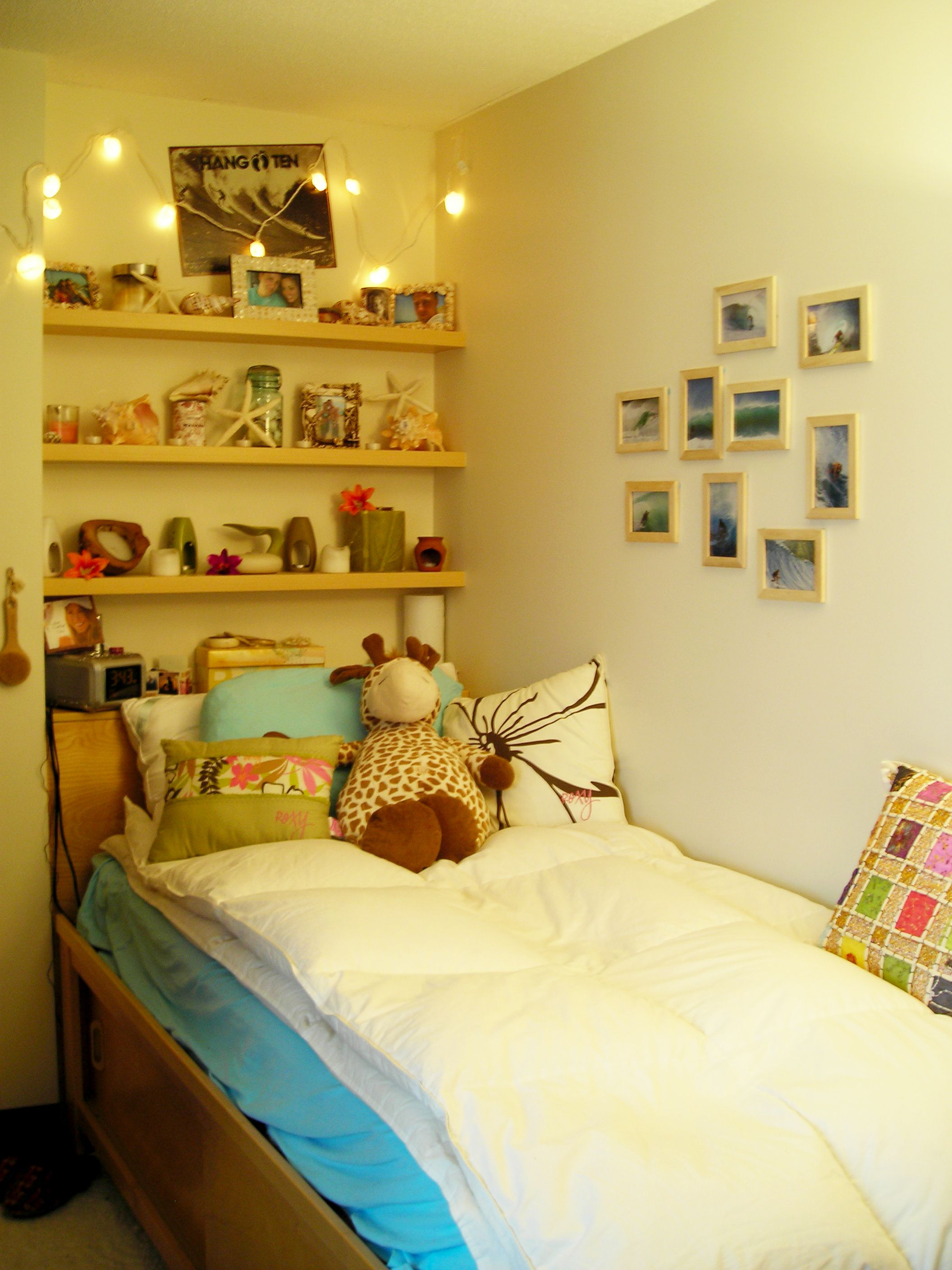 Dorm decorating ideas pinterest - Beach Themed Decorations In A Dorm Room At The Sfu Burnaby Campus