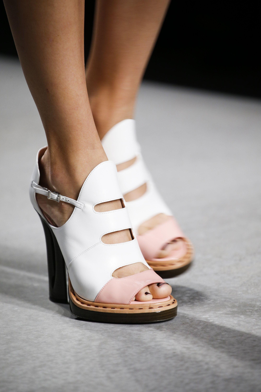 2116948e2211c Fendi Spring 2016 Ready-to-Wear Fashion Show   Shoe Lovers ...