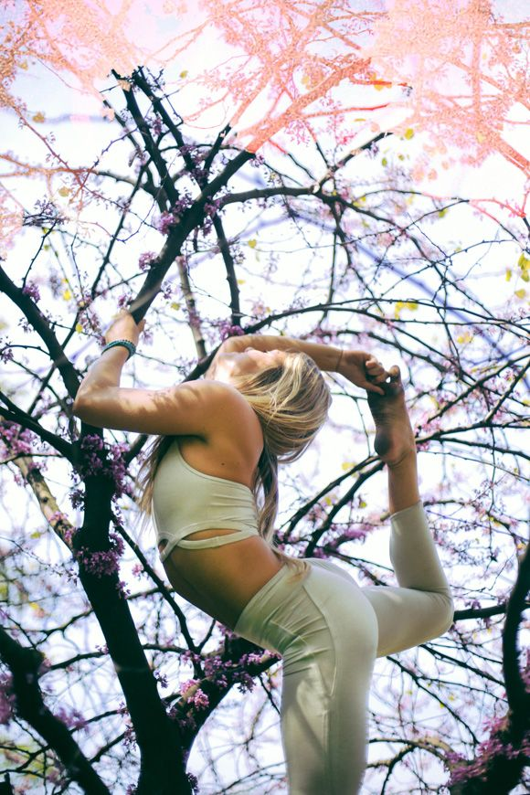 Yoga Your Way To A Stronger Core With Ashley Rufo - Inspiration for the Bhakti lifestyle | drinkbhakti.com