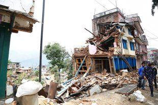 Nepal Earthquake Death Toll Tops 7,000, Aid Delayed   Alternet