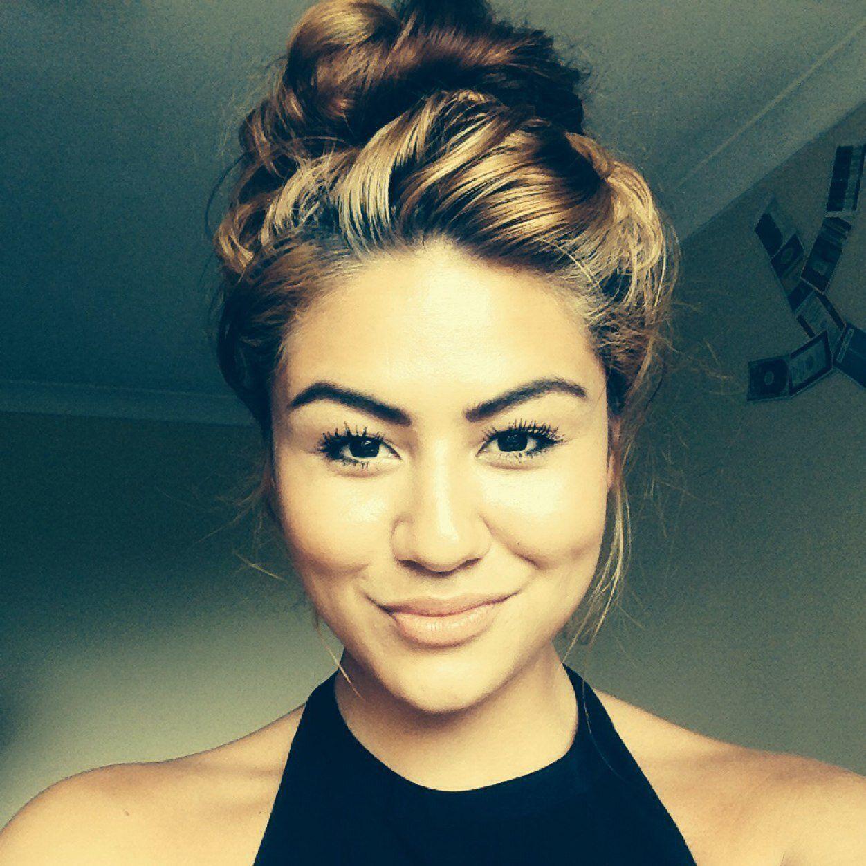 Mali-Koa Hood can we take a second and appreciate how pretty Calum's sister is | 5sos ...