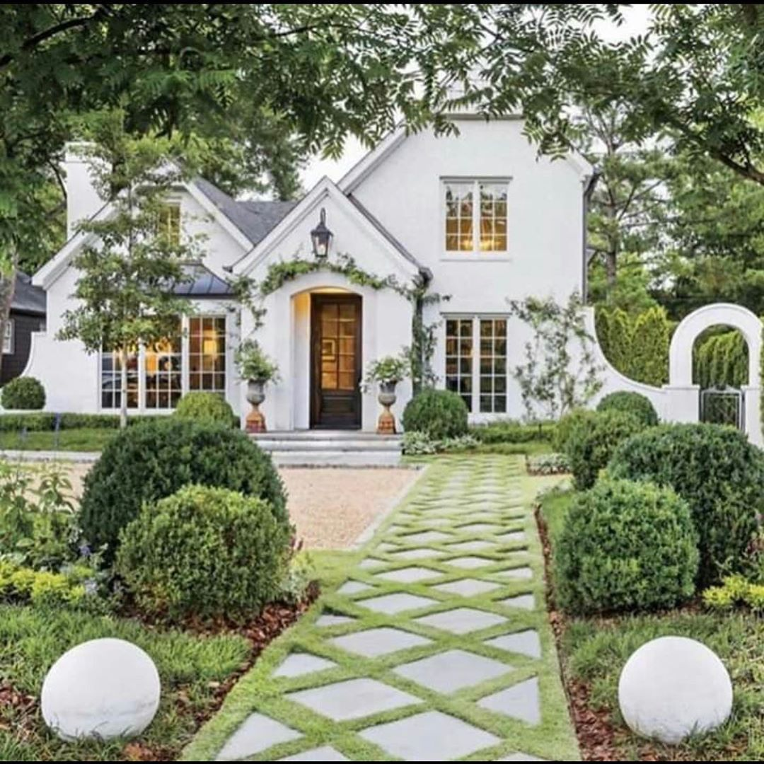 Find A Beautiful Photo Gallery Of Inspiring Traditional Style Homes Where White Plays A Starring Role An In 2020 White Brick Houses White Exterior Paint House Exterior