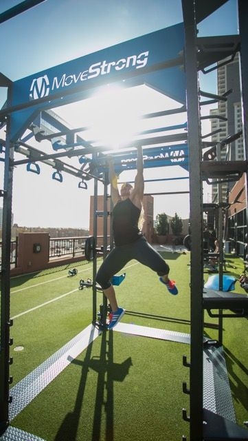 Staggered Monkey Bars On The Custom Outdoor Club Model Fts Rooftop Gym In San Diego Planos De Pergola Gimnasio Al Aire Libre Cubierta Verde