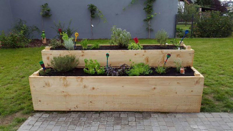 Krauterhochbeet 23 Erfrischende Beispiele Fur Einen Bio Garten Balkon Gartenarbeit Zenideen Biologischer Anbau Garten Gartenarbeit