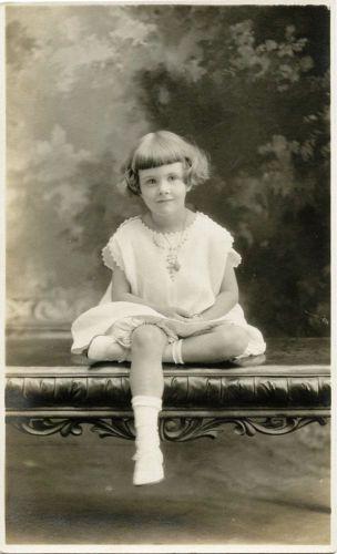 PORTRAIT-OF-A-CHARMING-LITTLE-GIRL-ORIGINAL-VINTAGE-REAL-PHOTO-POSTCARD