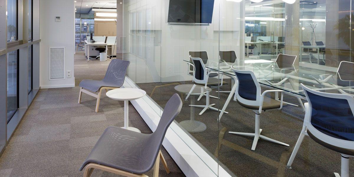 Zona de relax, descanso e inspiración en la nueva sede principal de Resuinsa. | Más info.: http://www.mobiliariosdeoficina.com/nueva-sede-central-de-resuinsa-en-valencia/