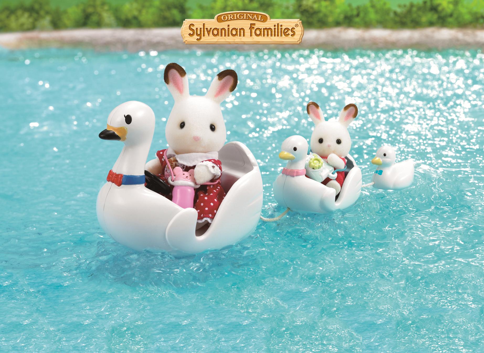 Balade sur le lac en bateaux cygne.