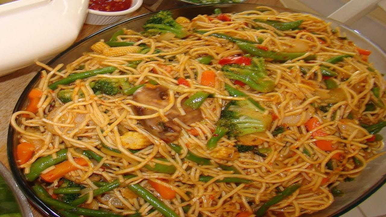 Hakka Noodles Video Recipe  Vegetable Chow Mein Indochinese