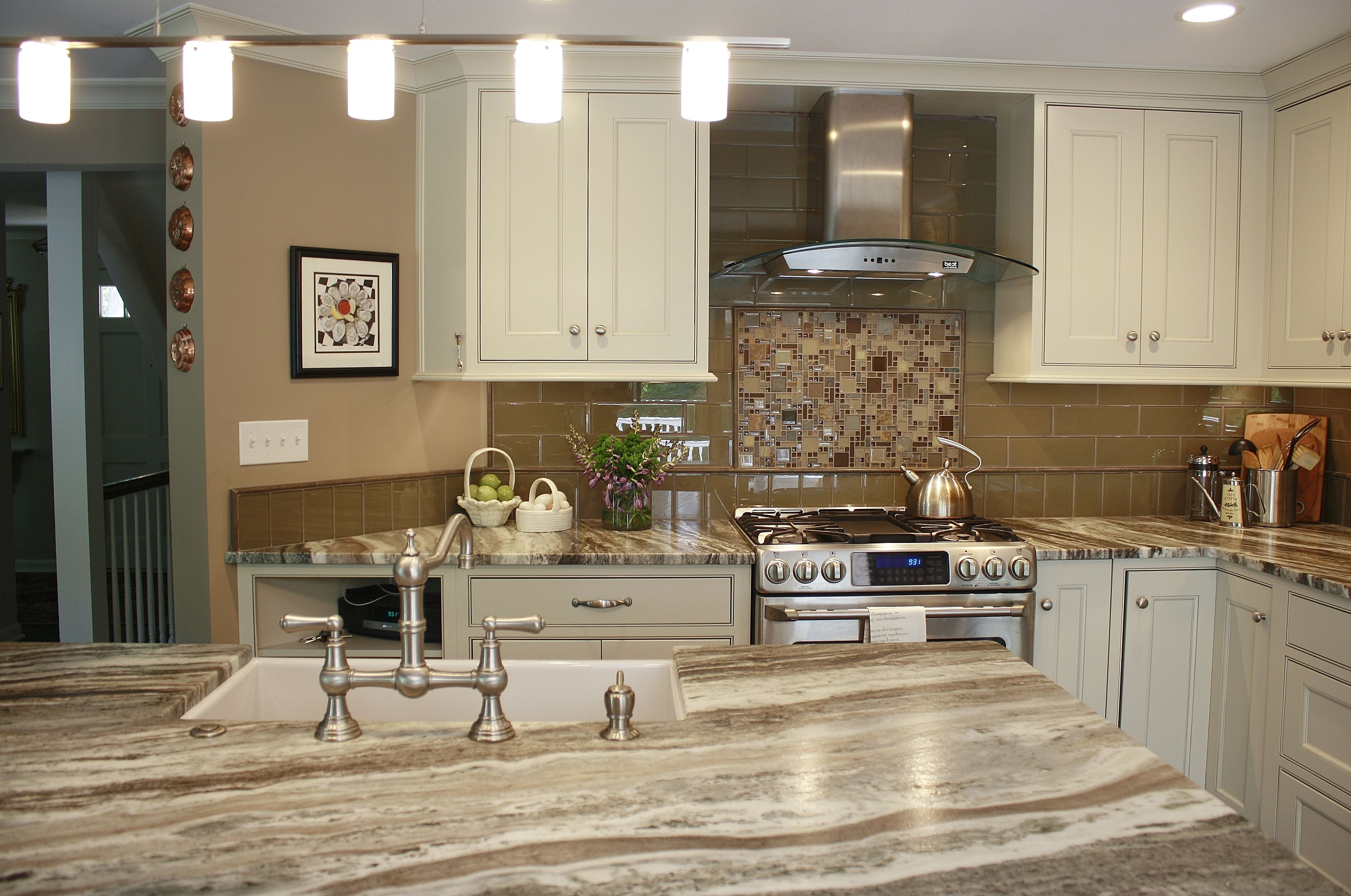 Best This Kitchen Features Brown Fantasy Leathered Quartzite 400 x 300