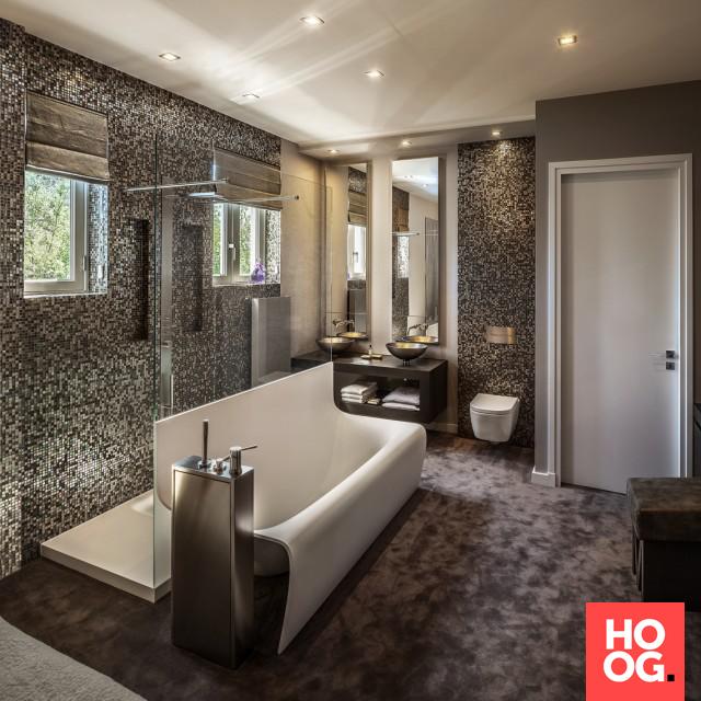 Luxe badkamer inrichting met badkuip | badkamer ideeën | design ...