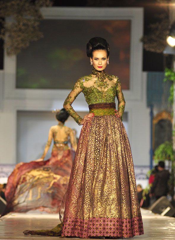 Gaun Pesta Dari Batik Modifikasi Dengan Brokat Pretty Gown Prom