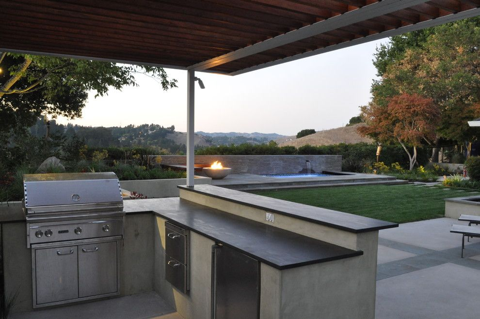 Stucco Finishes Patio Contemporary With Concrete Paving Covered Patio Fire Bowl Fountain Backyard Patio Designs Outdoor Bbq Outdoor Kitchen Bars