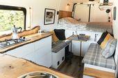 Wohnzimmer Bank Deckenbeleuchtung Konsolentische und mittlerer Hartholzboden