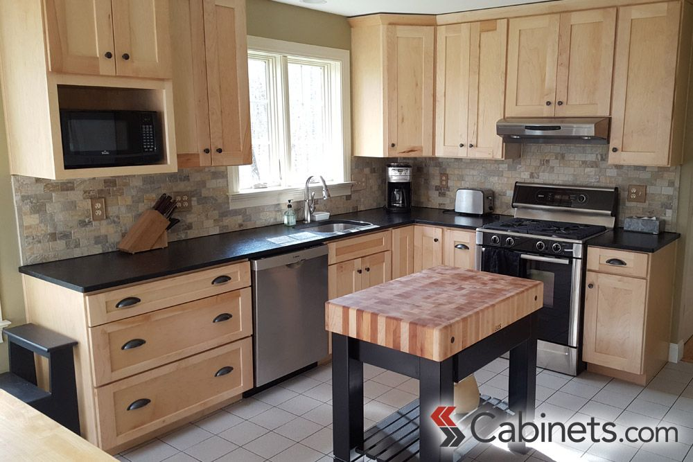 This Natural Maple Wood Cabinetry Is Absolutely Gorgeous Paired With The Black Hardware And Kitc New Kitchen Cabinets Maple Kitchen Cabinets Kitchen Renovation